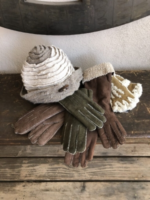 Knit Hat/Maison Fabre Shearling Gloves